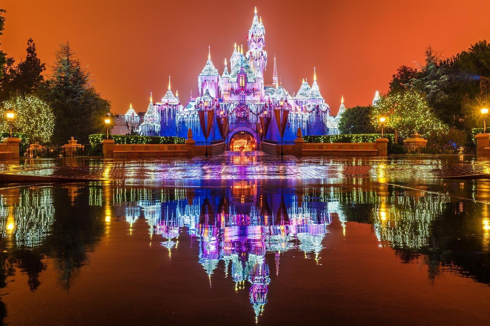 Enjoy the Magic of Disney this Christmas: At Disneyland